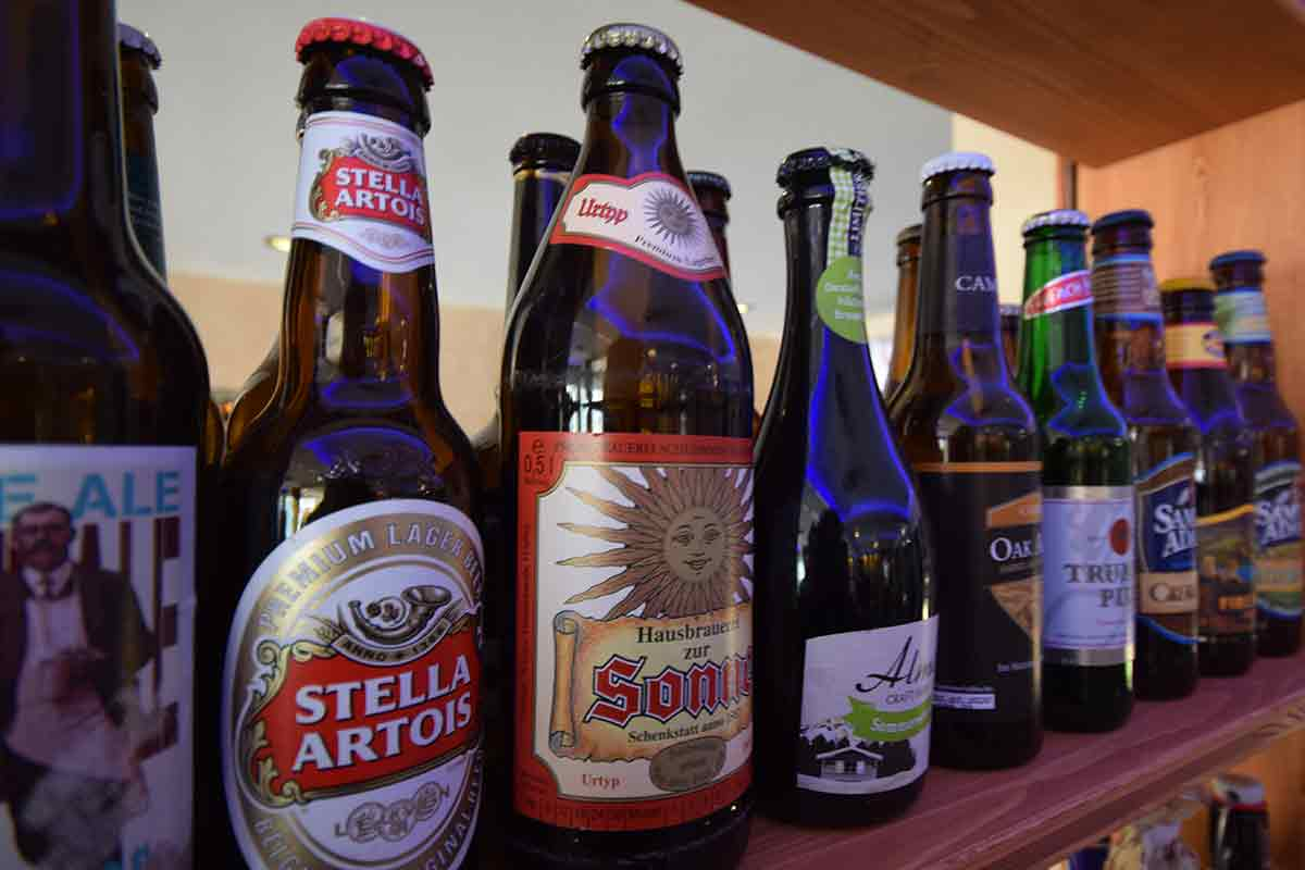 Etiketten auf Bierflaschen