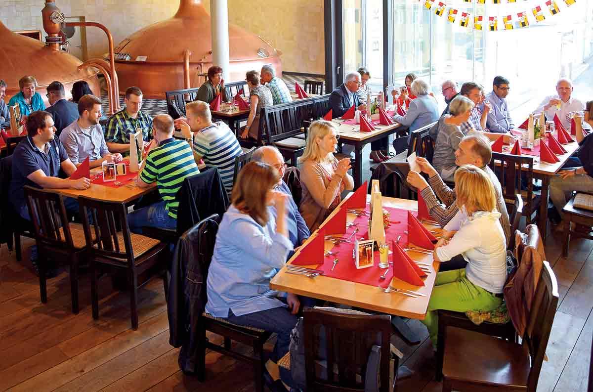 Bierwelt mit Essensgästen