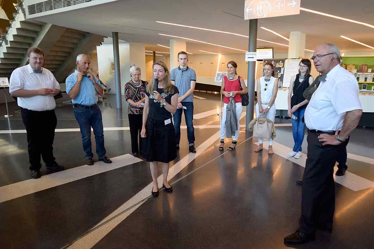 Kuratorin Bettina Zundel führt die Touristiker durch die Ernst Ludwig Kirchner Ausstellung