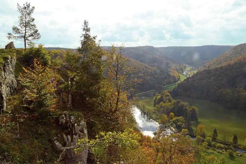 Herbstlicher Blick ins Durchbruchstal der Donau