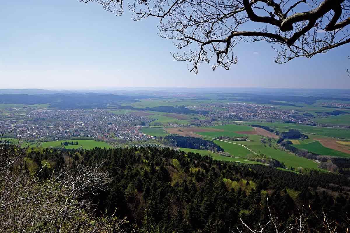 Blick vom Albtrauf beim Klippeneck in RIchtung Schwarzwald
