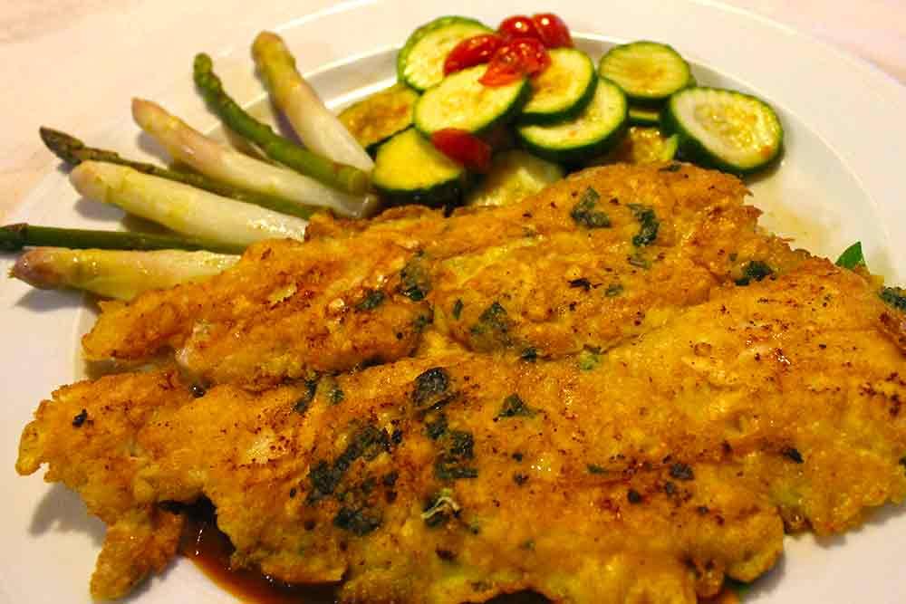 Putenschnitzel in Kräuterpanade