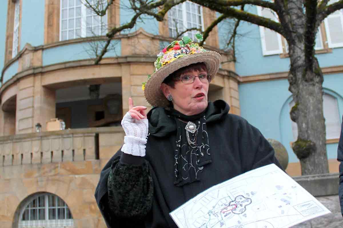 Martina WIemer während einer Stadtführung