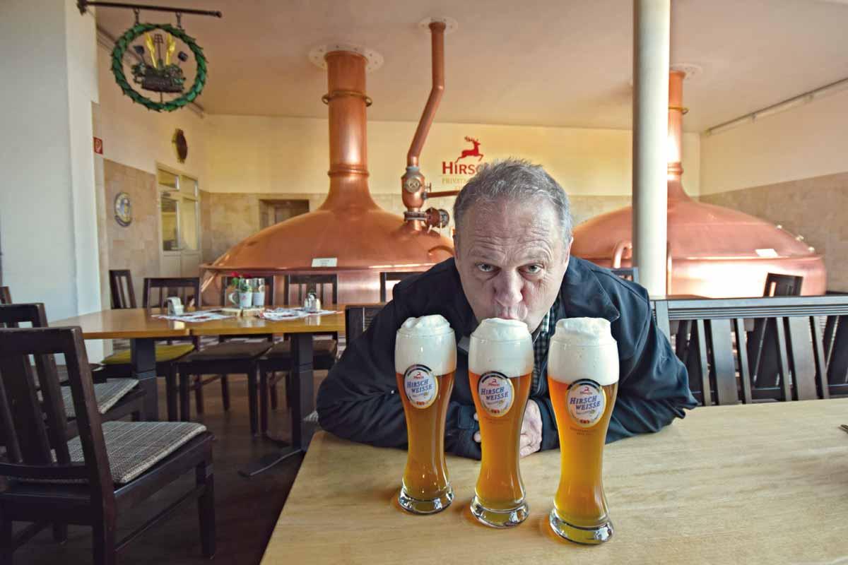 Brauer mit alkoholfreiem Bier