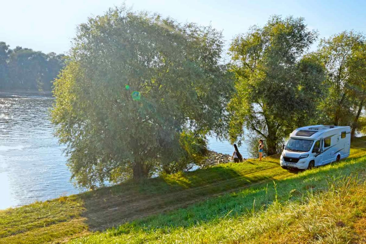Wohnmobil an der Donau