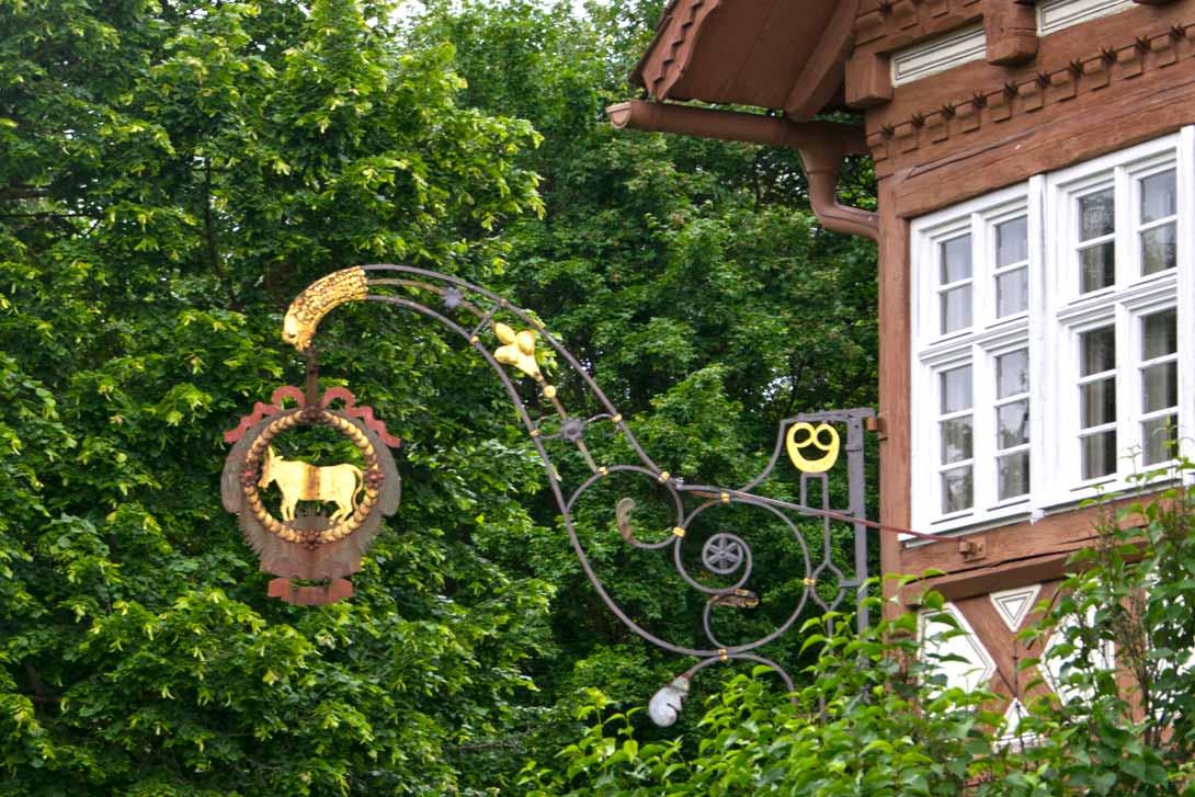 Wirtshausschild im Ochsen Neuhausen