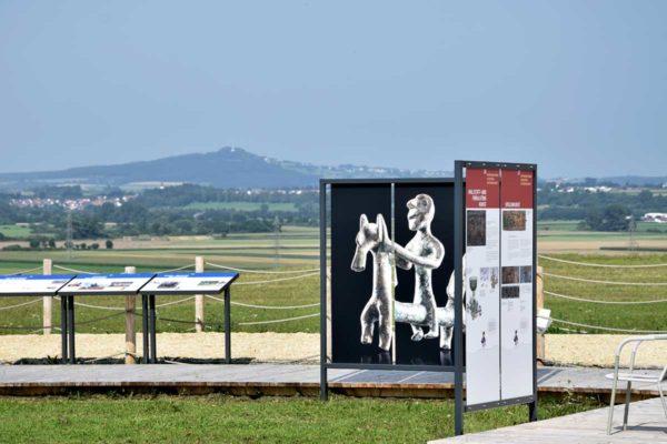 Heuneburg, Unlinger Reiter und Blick auf Bussen