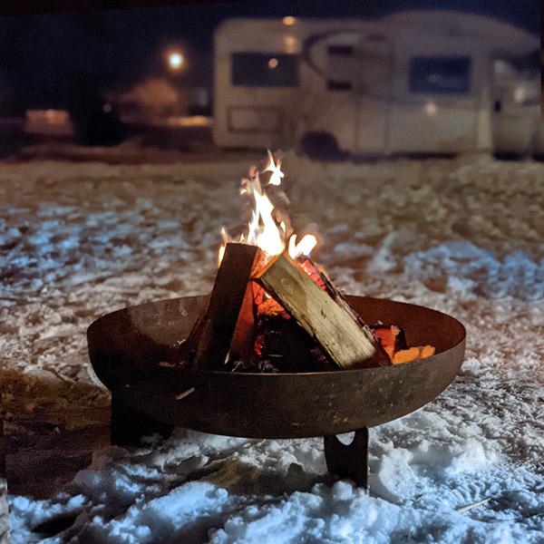 Feuerschale mit Wohnmobil